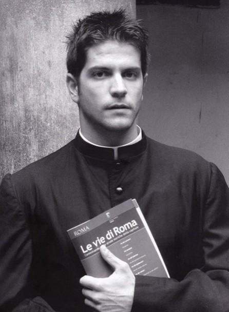 Календарь с фотографиями красавцев-священников стал хитом